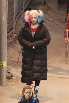 Margot Robbie on the Set of Suicide Squad Harley Quinn Halloween, Joker And Harley Quinn, Dc Comics Film, Mia Sara, Harley Quinn Tattoo, Margot Robbie Harley Quinn, Steve O, Harley D, Movie Shots