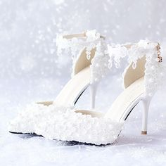 Rhinestone Wedding Shoes, Wedding Shoes Bride, Bride Shoes, Shoes Boots Timberland, Wedding High Heels, Frauen In High Heels, Fancy Shoes, Marie, Fashion Shoes