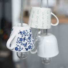 How to make your own teacup lamp. Lighting can be a major game changer in any space. And now that IKEA has started making such pretty chords, we figure you can pretty much make a lamp out of anything. First up for us: a porcelain teacup. Home Crafts, Diy Home Decor, Kids Crafts, Diy Luz, Luminaire Original, Kitchen Lighting Design, Make A Lamp, Decoration Inspiration, Inspiration Design