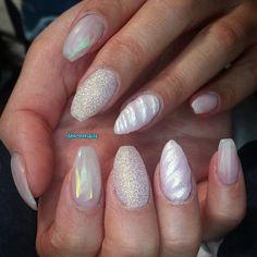 "30 curtidas, 1 comentários - Diana (@deeceenails) no Instagram: ""#getbuffedtakeover   unicorn horn  glitter   #nails #nailart #naildesign #naillovers…"""