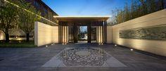 南京五矿晏山居 Entrance Design, Entrance Gates, Facade Design, Chinese Architecture, Modern Architecture, Modern Hospital, Main Gate, Hospital Design, Suzhou