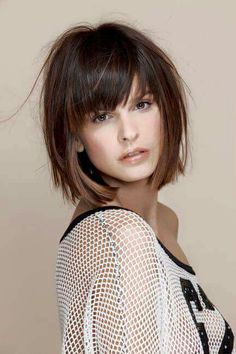 Greatest Inverted Bob Hairstyles You Will Love - Frauen Frisuren Medium Hair Styles, Short Hair Styles, Hair Medium, Inverted Bob Hairstyles, Short Hairstyles With Bangs, Straight Hairstyles, Full Fringe Hairstyles, Bangs Hairstyle, Shag Hairstyles
