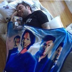 Mark Sheppard hehe<<I have a SPN blanket, but it's just Sam, Dean, and Cas. Castiel, Sammy Supernatural, Supernatural Blanket, Supernatural Quotes, Sam Winchester, Winchester Brothers, Jensen Ackles, Mark Sheppard, Sam Dean
