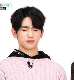 Jinyoung : J'essaie de me faire pardonner et tu m'ordonnes d'aller faire les courses maintenant ?