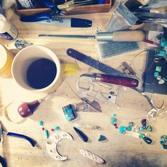 @stonesparrow Rise and shine! Back to work. Believe it or not, this is pretty organized. It gets much worse. ☀️☕️