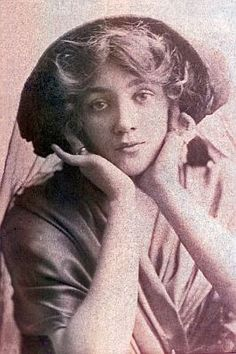 Amy Webster (active 1900-1908), English actress/showgirl, at about the time of her appearance as Jou-Jou during the long run of the first English production of The Merry Widow, which was produced at Daly's Theatre, London, on 8 June 1907 and closed on 31 July 1909.