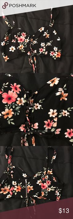 Flower crop top Condition: excellent  Size : xsmall fits best   ✔️I LOVE  MAKING BUNDLES✔️ Every Item is well taken care of or if an item has a flaw it will be stated. - I package with care - take into consider the price when making an offer but I pretty negotiable & we can work something out!  Thanks for looking .. If you guys have any questions just comment (: Tops Crop Tops