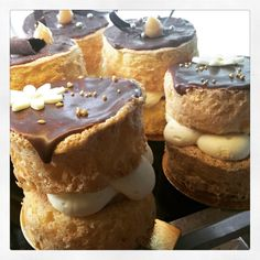 Mmmm salted caramel sponges on the menu today! Open till 5pm! Xx 2Tarts #2tartsbaking #eat3280 #saltedcaramel #sponge by 2tartsbaking