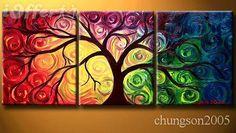 Mooi schilderij van een boom, dat vind ik omdat de bladeren in regenboog kleuren overloopt.