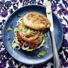 Sobald bei der heimischen Burger-Party den Vegetariern diese Rote-Bete-Burger serviert werden, wollen auch die hartgesottenen Fleischesser am Tisch et...