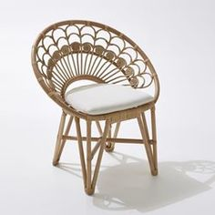 Stunning Daisy Rattan Chair Design That Easy To Make - TopDesignIdeas Outdoor Living Furniture, Bamboo Furniture, Funky Furniture, Gray Dining Chairs, Accent Chairs For Living Room, Lounge Chairs, Cheap Outdoor Chairs, Red Accent Chair, Bucket Chairs