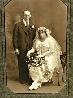 Funny Wedding Photos, Vintage Wedding Photos, Wedding Dresses Photos, Vintage Bridal, Wedding Pictures, Vintage Weddings, Country Weddings, Lace Weddings, Chic Vintage Brides