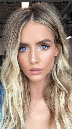 blonde hair with strands- blonde Haare mit Strähnen Find the most beautiful hairstyles for women with blonde hair with strands for short to medium length hair Spring Hairstyles, Trending Hairstyles, Pretty Hairstyles, Female Hairstyles, Casual Hairstyles, Brown Makeup, Blonde Makeup, Makeup For Blue Eyes, Blonde Hair Natural Makeup