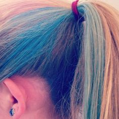 Tutorial for DIY temporary hair color via chalk. No need to buy fancy salon chalk.... because regular chalk works the same, who knew?