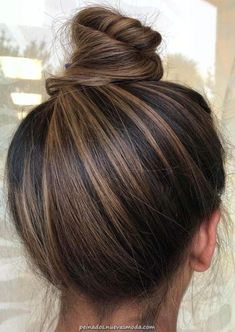 Stylish top bun amp updo styles for stylish women 2019 See here and be inspired . - Hair and beauty Stylish top bun amp updo styles for stylish women 2019 See here and be inspired . - Hair and beauty Soft, shiny, silky. Brown Hair Balayage, Ombre Hair, Brunette Hair Color With Highlights, Highlights For Dark Brown Hair, Brunette Hair Colors, Blonde Hair, Brown Hair Foils, Dark Highlighted Hair, Hair Styles Brunette