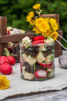 Salat im Glas: Käse-Pumpernickel-Salat mit Radieschen