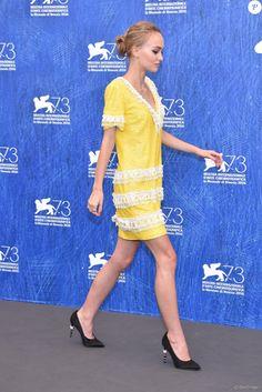 Lily-Rose Depp : Angélique à Venise, la fille de Vanessa Paradis rayonne