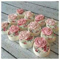 Shabby Chic Oreos This would also be a lovely decoration on petit fours Oreo Treats, Oreo Cookies, Cupcake Cookies, Chocolate Covered Treats, Chocolate Dipped Oreos, Chocolate Strawberries, Covered Strawberries, Shabby Chic Cakes, Valentine Cake