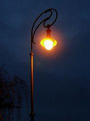 Gloomy Halation (Mezoli) Tags: city morning lamp rain dark dawn hungary darkness budapest halo halation vision:sunset=0548 vision:sky=0632 vision:outdoor=098