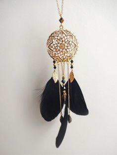 Sautoir attrape rêve en métal doré avec plumes noir et perles en cristal swarovsky : Collier par les-bijoux-d-aki