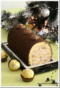 Bûche aux ferrero rochers – HatsAndOtherStories - Let's Pin This Xmas Food, Christmas Cooking, Christmas Desserts, Xmas Dinner, Chocolate Sweets, French Desserts, Pie Cake, Sweet Cakes, No Cook Meals
