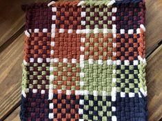 Potholder Loom, Crochet Potholder Patterns, Pin Weaving, Loom Weaving, Loom Craft, Rug Loom, Crafts For Seniors, Weaving Projects, Weaving Patterns