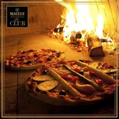 Next on the Ultimate Foodie list– Are you so passionate about Italian food that you have a pizza oven in your garden? If so, check it off your list! Four A Pizza, Le Club, Pulled Pork, Italian Recipes, How To Memorize Things, Oven, Fours, Meals, Catalogue