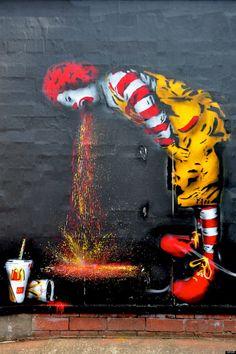 Una muestra de la disidencia que se expresa en las paredes y las calles contra un símbolo de la voracidad económica y el manejo de la sociedad como una gran corporación: McDonald's y su sonriente payaso.