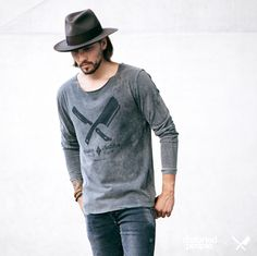 Distorted People Streetstyle : Grey Broken Stone Longsleeve, combined with a hat and a denim jeans