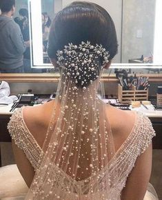 All you need to know about choosing your bridal veil Sailing . - - All You Need to Know About Choosing Your Bridal Veil Wedding veils are iconic wedding accessory, but wit. Perfect Wedding, Dream Wedding, Wedding Day, Wedding Simple, Timeless Wedding, Post Wedding, Budget Wedding, Wedding Table, Rustic Wedding