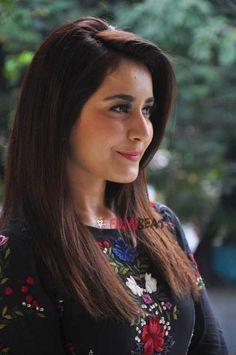 Photos of South Indian Actress Rashi Khanna.