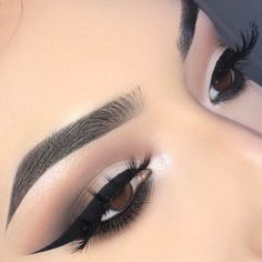 """89 Likes, 6 Comments - Lupita Lemus (@lupita_lemus) on Instagram: """"@morphebrushes 35F palette for this look  Lid color is concealer with powder   Eyebrows:…"""""""