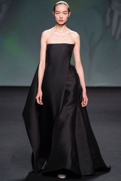 Christian Dior Fall 2013 Couture. Raf Simons just blows my freaking mind. Love the unique silhouette.