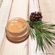 Natural ointment with essential oils for cold and flu Get Rid Of Cold, Essential Oils For Colds, Natural Cosmetics, Health And Beauty, Cool Style, Soap, Herbs, Table Decorations, Ethnic Recipes