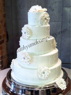 Wedding cake inspired by wedding dress