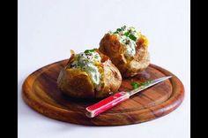 Plněné pečené brambory s česnekem a bylinkami