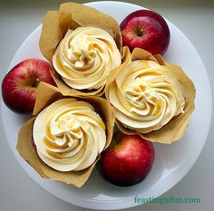 Maple Syrup Frosted Apple Cupcakes creamy maple syrup frosting, drizzled with maple syrup tops and perfectly compliments these lightly spiced apple cupcakes