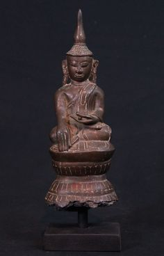 Antique Burmese Buddha Material: Bronze 28 cm high The Buddha is 24,5 cm high Shan (Tai Yai) style Bhumisparsha Mudra 17-18th century Originating from Burma
