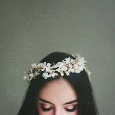 Photography Girl with flower crown Style Tumblr, Tmblr Girl, Girls Tumblrs, Mode Inspiration, Woman Inspiration, Belle Photo, Her Hair, Portrait Photography, Photography Flowers
