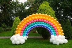 trade show booth balloons Balloon Arch Diy, Rainbow Balloon Arch, Diy Hot Air Balloons, Balloon Display, Balloon Garland, Balloon Decorations, Rainbow Birthday Party, Unicorn Birthday Parties, Birthday Balloons