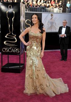 Exquisite golden dress. :):):) LOVE IT!!! catherinezetajones_zuhairmurad.jpg (2061×2946)