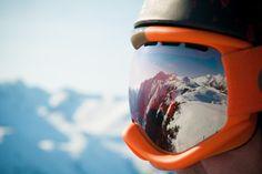 Ski adalah sebuah peralatan berbentuk sebuah pijakan sempit yang tidak kaku dan tidak juga lentur dan biasa digunakan orang untuk melaju di atas salju. Alat ini berbentuk panjang dan berjumlah dua atau sepasang. Ski biasanya dipasangkan pada sepatu salju dengan diikatkan oleh ski binding. Karena perkembangan jaman, ski sekarang sudah ada oalhraganya, yaitu skiing. Skiing …