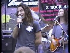 Eddie Vedder GIF EVEN THO I PINNED THIS IN MY GIF BOARD HES JUST TOO DAMN HOT!