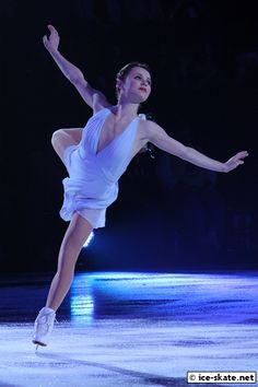 beautiful shapes and outfits in figure skating (I've a lot of pictures in my pc. Ice Skating, Figure Skating, Tessa And Scott, Ice Dance, Ice Princess, Sports Figures, Beautiful Dream, Skating Dresses, 3 In One
