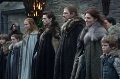 Entertainment Weekly has gathered together the actors who play the Stark children on Game of Thrones for some fantastic photos! Game Of Thrones Theories, Arte Game Of Thrones, Game Of Thrones Facts, Game Of Thrones Houses, Game Of Thrones Funny, Game Of Thrones Plot, Ned Stark, Catelyn Stark, Sansa