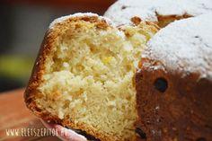 KELT (1 nagyobb vagy 2 közepes KUGLÓF formában süthető):  60 dkg liszt, 3 dkg friss élesztő, 3 tojás sárgája, 3 cl rum v. Amaretto, 6 dl langyos tej, 10 dkg olvasztott vaj, 5 dkg mazsola v. aszalt s.barack v. Orangeat … (beáztatva), 8 dkg cukor, csipetnyi só. 1 megmosott citrom reszelt héja. Fontos, hogy minden hozzávaló szobahőmérsékletű legyen!!!