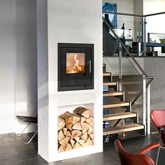 RAIS Q-Tee innsats er rett og slett en smart liten ovn som gir mulighet for å få hyggelig varme på steder hvor det ellers ikke var plass! Den oppreiste formen gjør at innsatsen er veldig plasseringsvennlig. Så nå kan det kanskje også skapes et ildsted