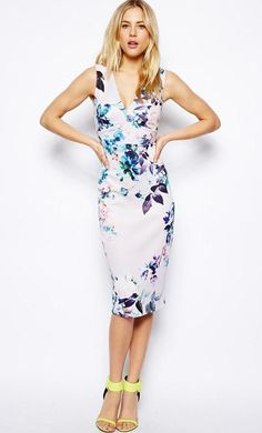 Made from an easy-care stretch fabric. Plunge V-neckline. Pressed seam panelling. Body-Conscious fit...