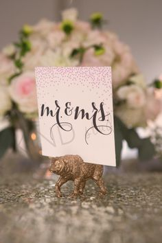 This trend of painting plastic animal and using them as guest name stands, cake toppers and setting plan decor is really in. Its a great way to add a gold accent piece to your table, without it being blingy… Follow us @ Labola.co.za to keep up with all the tips and trends.