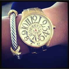 Ahhhh i want this watch!!!!superrr cute!!! @danielle doesnt it remind u of alice in wonderland